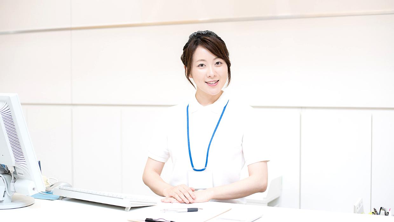 予約管理する看護師